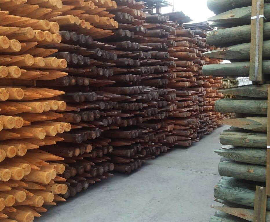 Stosy drewna konstrukcyjnego