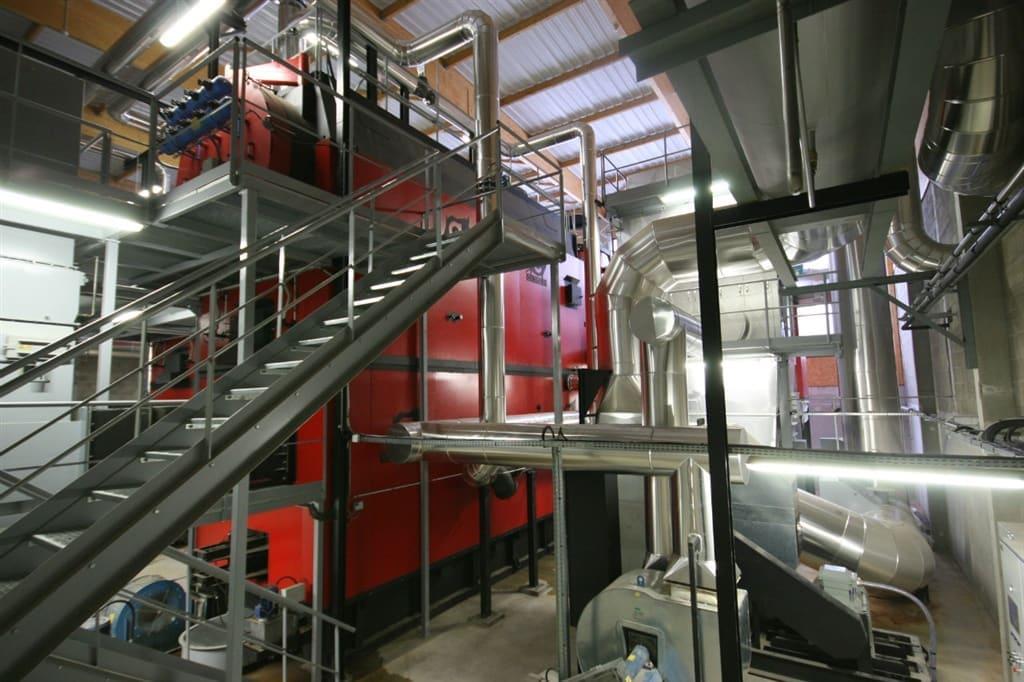 Kocioł gorącej wody umiejscowiony w budynku